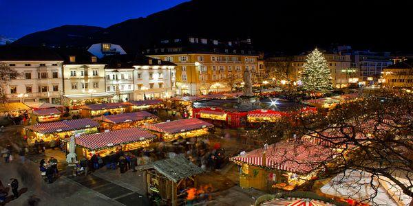 Merano Mercatini Di Natale Immagini.Mercatino Natale Alto Adige Bolzano Merano Pernottamento